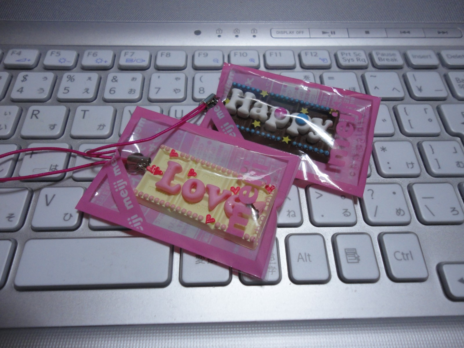 110119meiji_chocolatestrap01.jpg